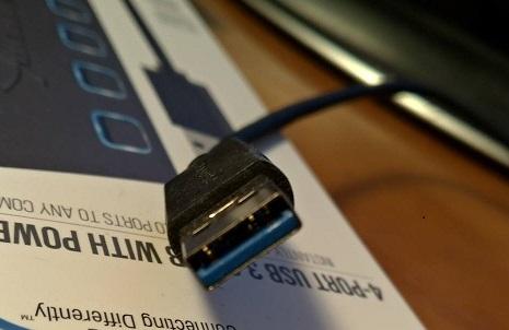 USB3.0のケーブルPCへ挿す方