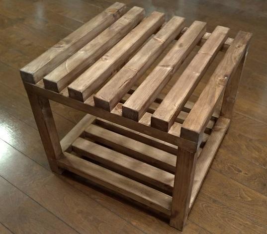 DIYの木製フレーム台が完成