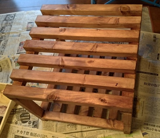 木製フレームの棚塗装4回目後
