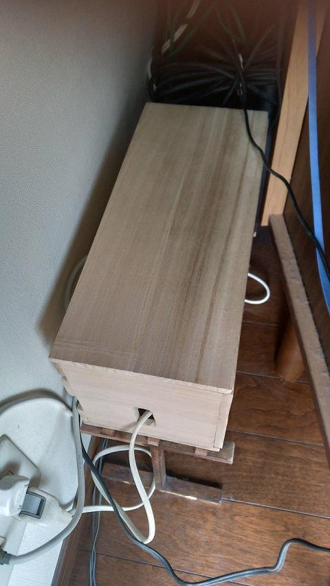 セリアの板材でケーブルボックス製作。最終的にすっきり