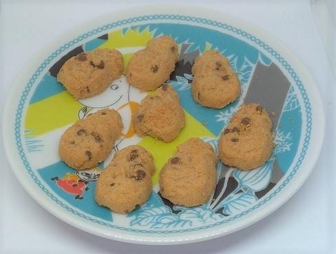 ホノルルクッキーをお皿に盛る